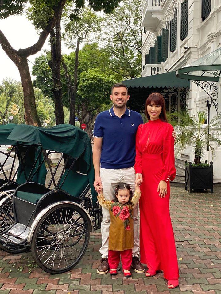 Sao Việt đón Tết bên gia đình: Quân số nhà Ngọc Trinh siêu đông mà vẫn bị nhà HHen Niê áp đảo-13