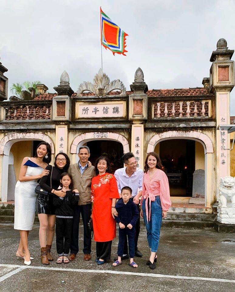 Sao Việt đón Tết bên gia đình: Quân số nhà Ngọc Trinh siêu đông mà vẫn bị nhà HHen Niê áp đảo-14