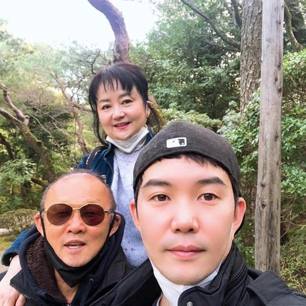 Hình ảnh HLV Park Hang-seo đón tết sum vầy cùng gia đình tại Nhật Bản-2