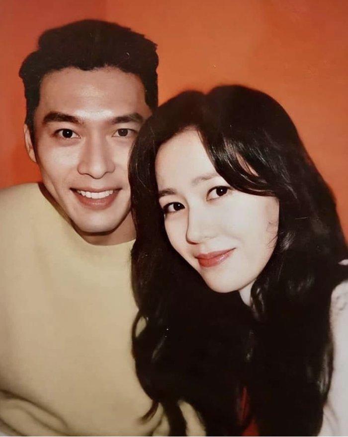 Ảnh selfie trông như người yêu thật của Son Ye Jin - Hyun Bin gây sốt Mùng 1 Tết!-2