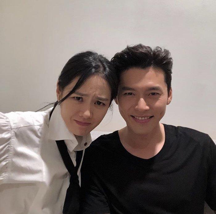 Ảnh selfie trông như người yêu thật của Son Ye Jin - Hyun Bin gây sốt Mùng 1 Tết!-4