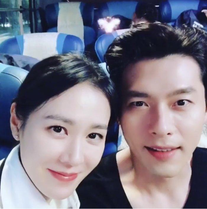 Ảnh selfie trông như người yêu thật của Son Ye Jin - Hyun Bin gây sốt Mùng 1 Tết!-5