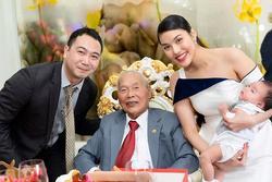 Lần hiếm hoi Lan Khuê xuất hiện bên người đàn ông quyền lực trong gia đình chồng 4 thế hệ