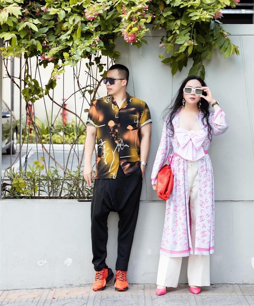 Có phải Phượng Chanel hoàn toàn biết mặc đẹp nhưng cố tình thích phối đồ xấu để bị chê?-1
