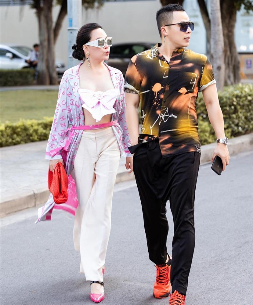 Có phải Phượng Chanel hoàn toàn biết mặc đẹp nhưng cố tình thích phối đồ xấu để bị chê?-2