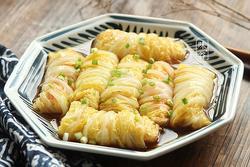 Giải ngán ngày Tết với món bắp cải cuộn rau củ, nhìn sang chảnh ngon hết nấc
