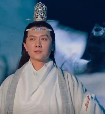 Chồng Triệu Lệ Dĩnh bị ném đá vì copy tạo hình của Vương Nhất Bác-6