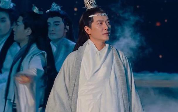 Chồng Triệu Lệ Dĩnh bị ném đá vì copy tạo hình của Vương Nhất Bác-7