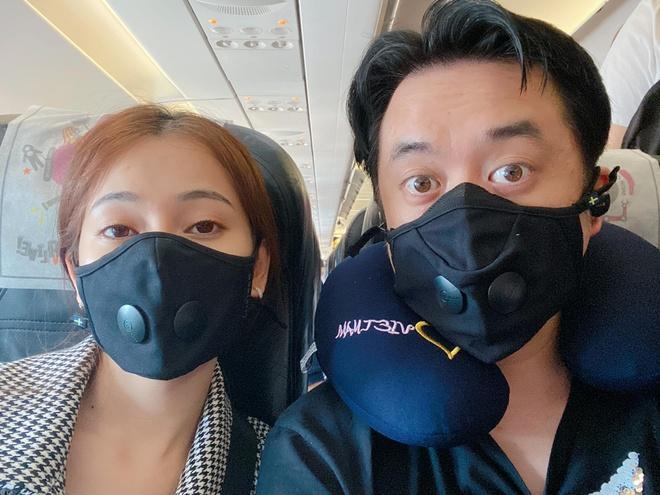 Sao Việt đeo khẩu trang khi du lịch đầu xuân vì sợ virus corona-3