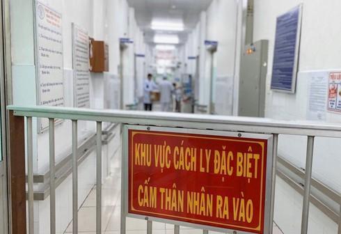 Bệnh nhi 10 tuổi từ Trung Quốc đang cách ly tại BV Nhi Trung ương-1
