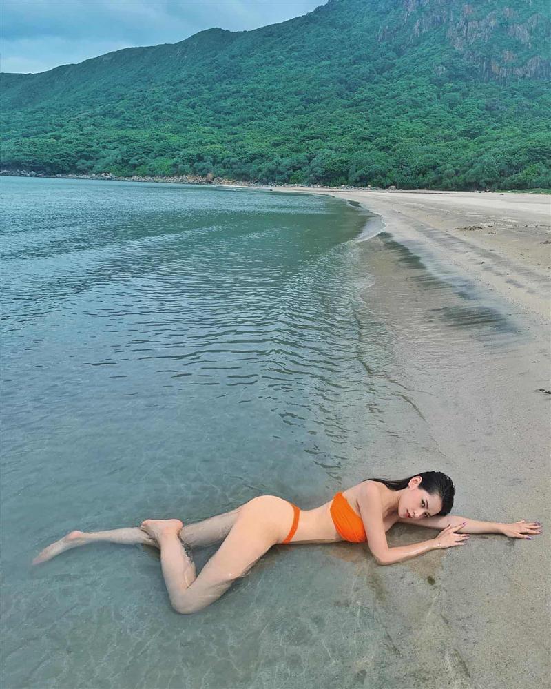 Tết này còn ai chăm khoe dáng bạo như Chi Pu: mùng 1 bán nude, mùng 3 diện bikini-11