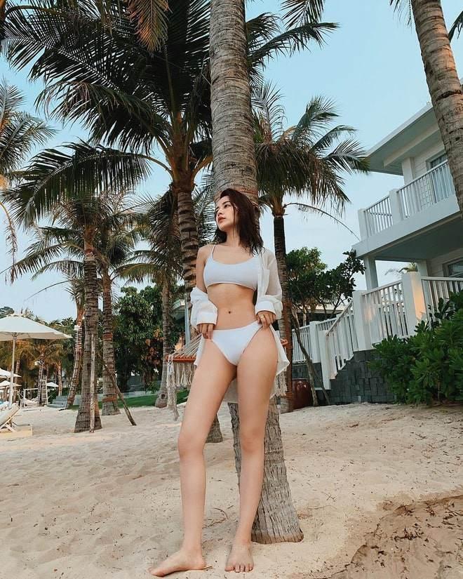 Tết này còn ai chăm khoe dáng bạo như Chi Pu: mùng 1 bán nude, mùng 3 diện bikini-12
