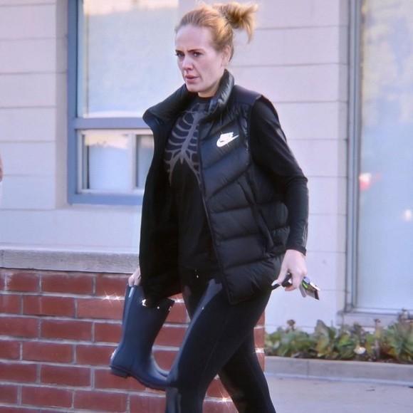 Adele hẹn hò với Harry Styles, còn lộ ảnh đi du lịch cùng nhau, chàng là động lực giảm cân cho nàng?-3