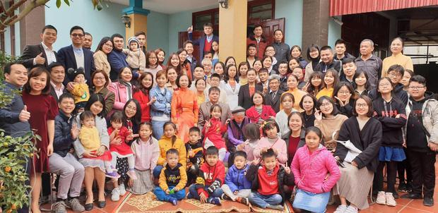 Bức ảnh siêu to khổng lồ của đại gia đình có 407 thành viên sum họp ngày Tết khiến dân mạng choáng váng-1