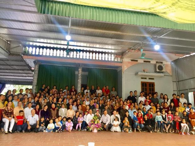 Bức ảnh siêu to khổng lồ của đại gia đình có 407 thành viên sum họp ngày Tết khiến dân mạng choáng váng-2