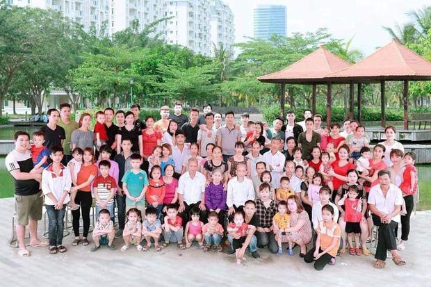 Bức ảnh siêu to khổng lồ của đại gia đình có 407 thành viên sum họp ngày Tết khiến dân mạng choáng váng-6