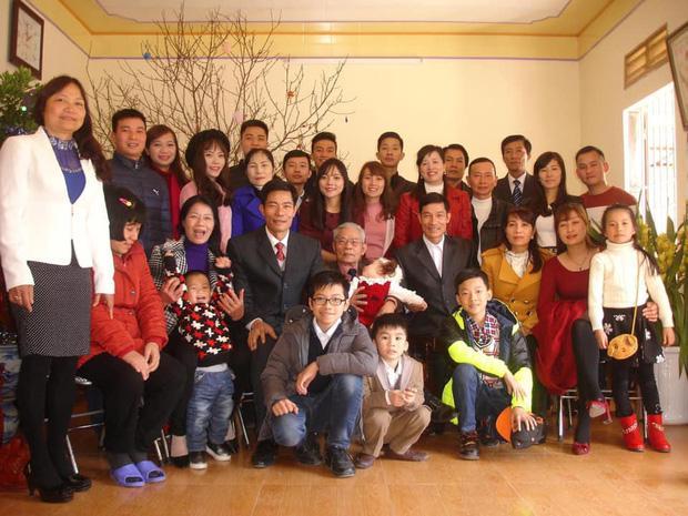 Bức ảnh siêu to khổng lồ của đại gia đình có 407 thành viên sum họp ngày Tết khiến dân mạng choáng váng-7