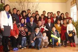 Bức ảnh 'siêu to khổng lồ' của đại gia đình có 407 thành viên sum họp ngày Tết khiến dân mạng 'choáng váng'