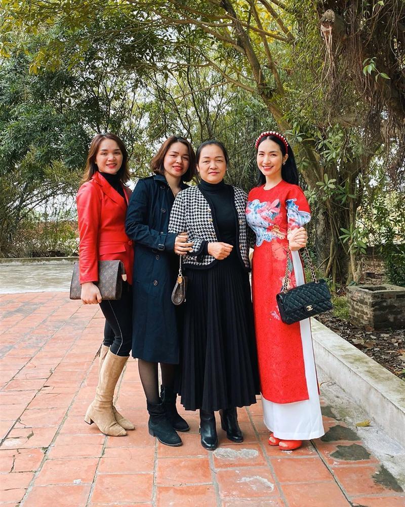Xây nhà 5 tầng tặng bố mẹ ngày Tết, Hòa Minzy khiến dân mạng trầm trồ-5