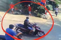 Vụ nổ súng tại sới bạc ở Sài Gòn: Lộ clip ghi lại hình ảnh kẻ làm 5 người thương vong vác súng AK rời khỏi hiện trường