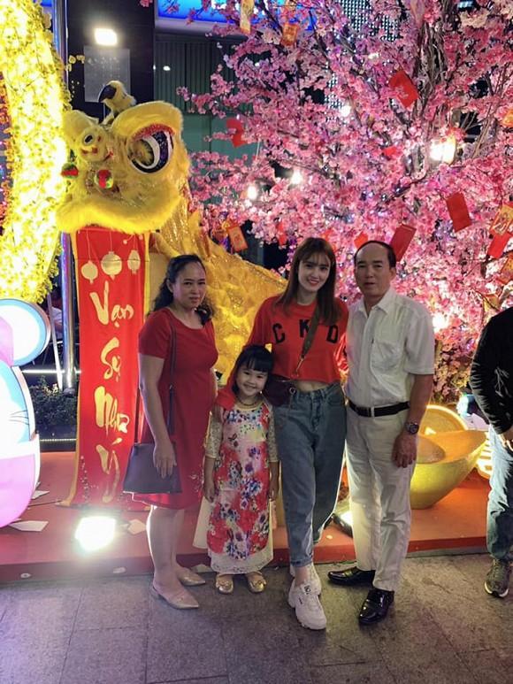 Làm mẹ đơn thân, em gái Công Vinh có cuộc sống ra sao sau 3 năm sang Singapore kiếm sống?-2