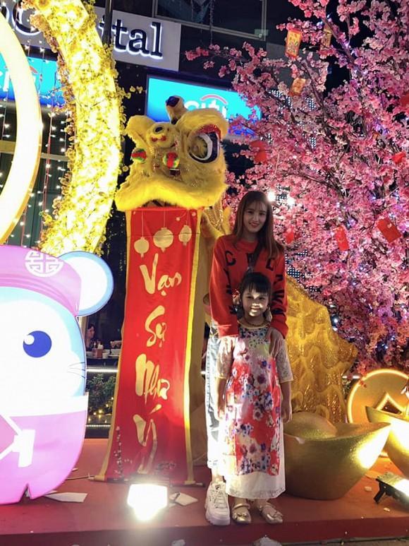 Làm mẹ đơn thân, em gái Công Vinh có cuộc sống ra sao sau 3 năm sang Singapore kiếm sống?-7