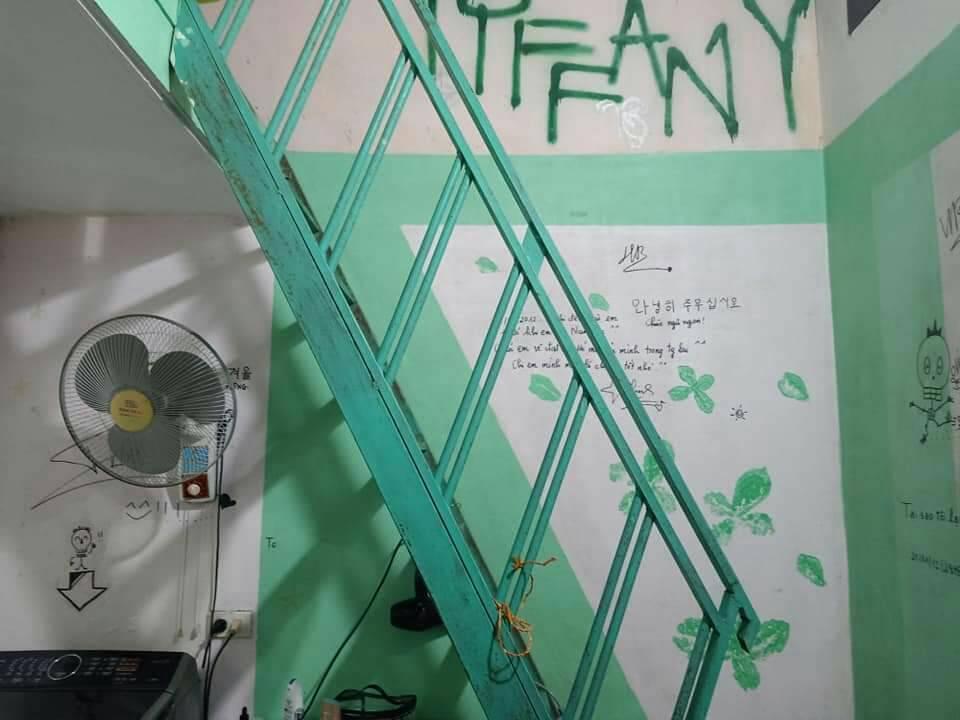 Sơn Tùng M-TP từng hâm mộ một nữ idol Kpop đến mức khắc tên siêu to khổng lồ trong phòng ngủ-4