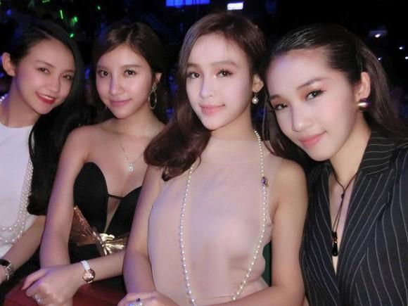 Loạt cựu hotgirl hội ngộ trong một khung hình, ai cũng chồng con đề huề trừ Hạnh Sino-3