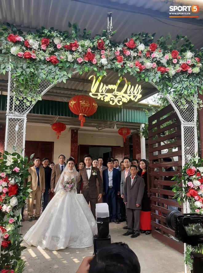Phan Văn Đức đặt váy cưới trị giá tiền tỷ cho Nhật Linh nhưng lại khiến cô dâu khó khăn đi lại-2