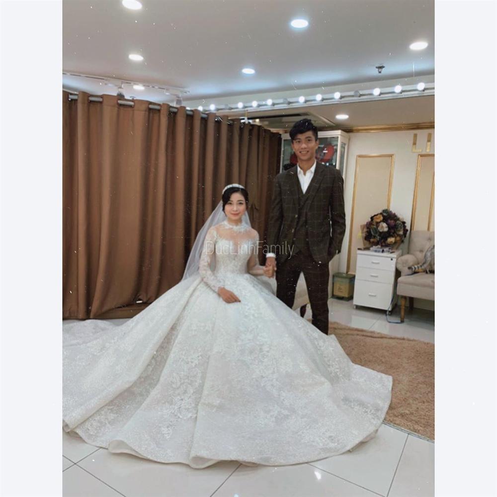 Phan Văn Đức đặt váy cưới trị giá tiền tỷ cho Nhật Linh nhưng lại khiến cô dâu khó khăn đi lại-3