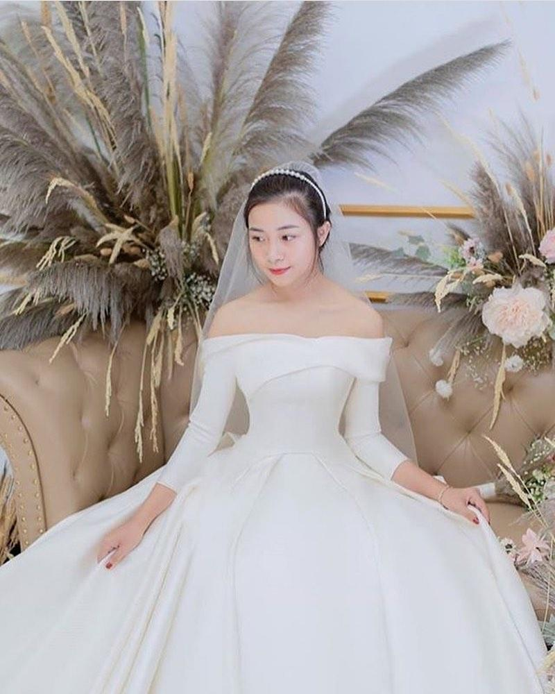 Phan Văn Đức đặt váy cưới trị giá tiền tỷ cho Nhật Linh nhưng lại khiến cô dâu khó khăn đi lại-8
