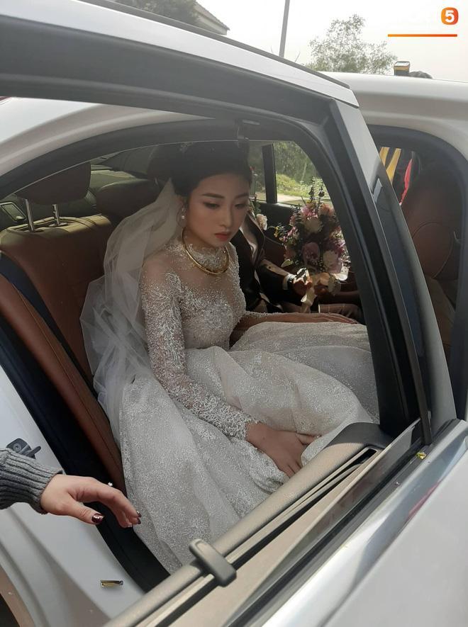 Phan Văn Đức đặt váy cưới trị giá tiền tỷ cho Nhật Linh nhưng lại khiến cô dâu khó khăn đi lại-4