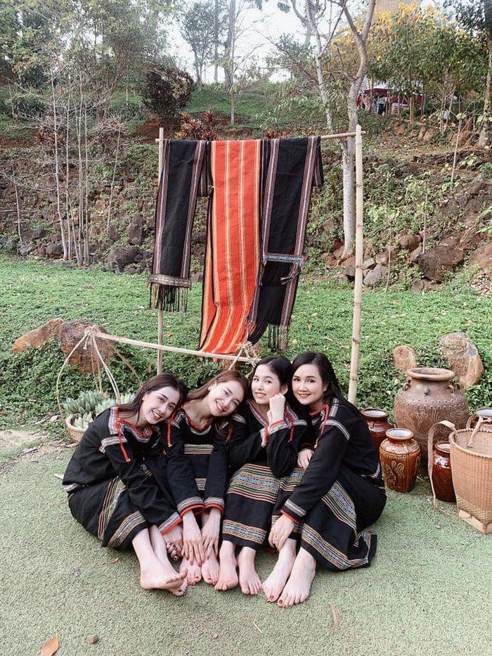 Nhan sắc đẹp ngang ngửa, 3 chị em gái nhà Nhã Phương còn chung gout thời trang công chúa-3
