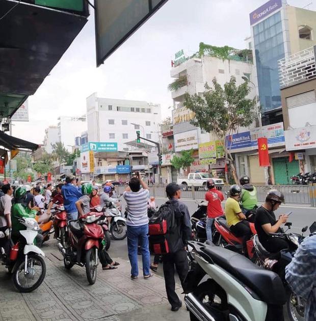 Nghi án thanh niên ngáo đá cầm súng, lựu đạn cướp ngân hàng ở Sài Gòn-2