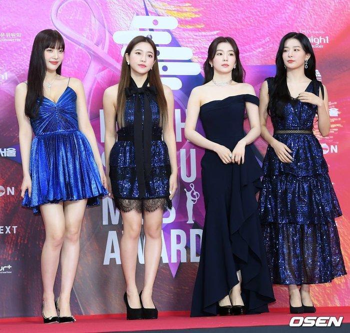Fan xôn xao chuyện chị em mượn đồ: Joy (Red Velvet) diện váy tại Seoul Music Awards 2020 đụng hàng Taeyeon (SNSD)-2