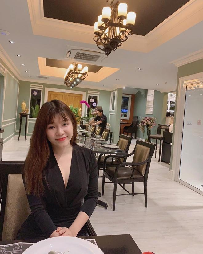 Bạn gái Văn Lâm, vợ Duy Mạnh, Văn Đức trong ảnh được tag và tự đăng-7