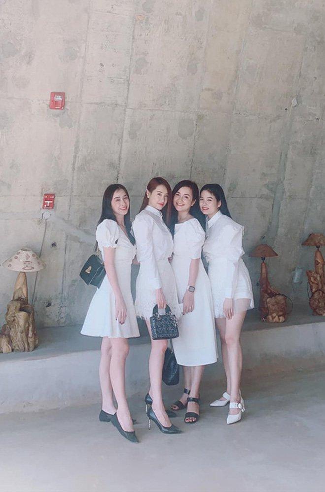 Nhan sắc đẹp ngang ngửa, 3 chị em gái nhà Nhã Phương còn chung gout thời trang công chúa-4