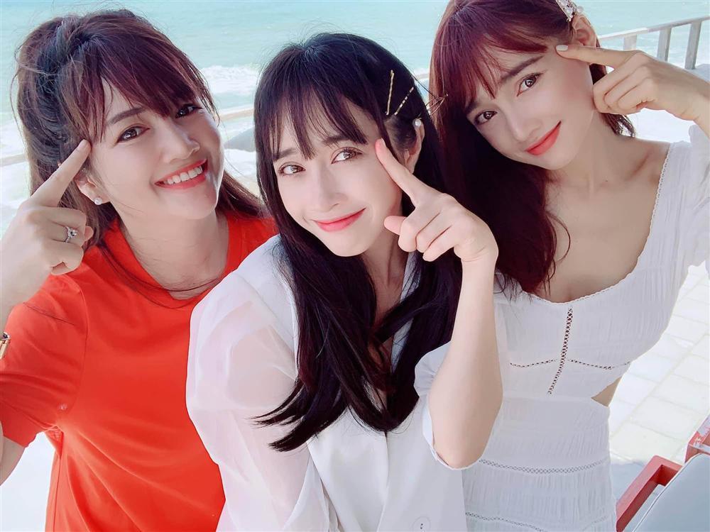 Nhan sắc đẹp ngang ngửa, 3 chị em gái nhà Nhã Phương còn chung gout thời trang công chúa-9