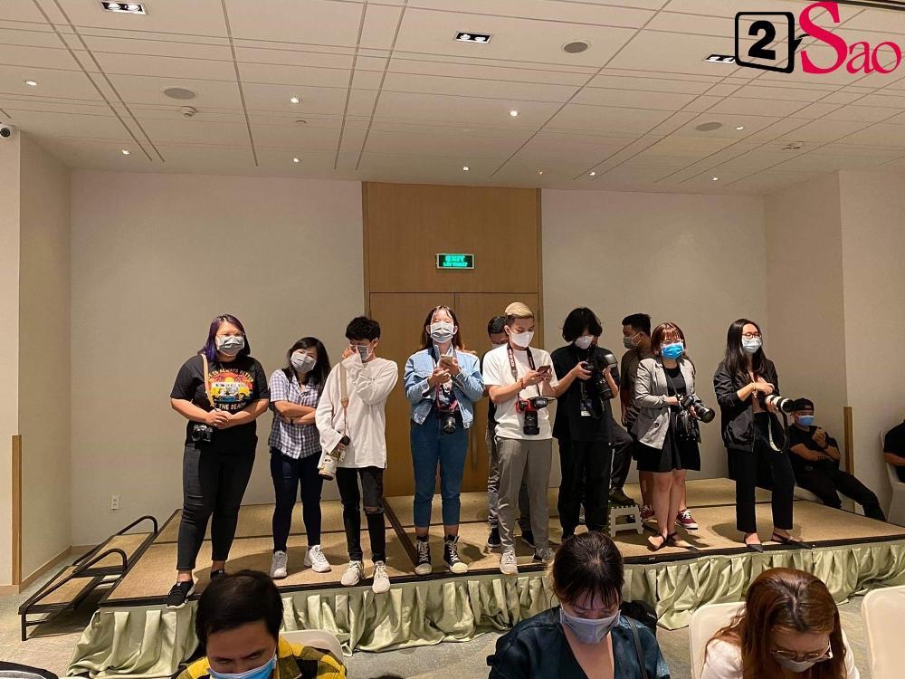 Giữa dịch corona, fan đến xem concert của WINNER được đo thân nhiệt và phát khẩu trang miễn phí-5