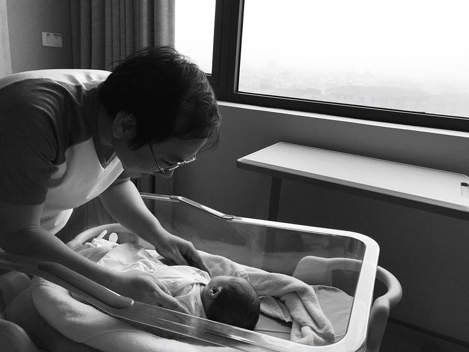 Khoe cận mặt sau gần 2 tháng sinh con, MC đình đám VTV gây bất ngờ lớn về ngoại hình-1