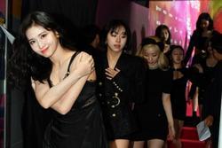 Stylist lại khiến người hâm mộ Twice 'nổi đóa' vì outfit 'mỏng tang' của Momo dưới cái rét 5 độ C