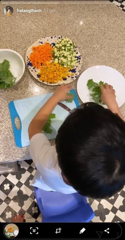 Đâu phải ngồi mát ăn bát vàng, con trai Tăng Thanh Hà tự chuẩn bị bữa tối dù chưa đầy 5 tuổi-3