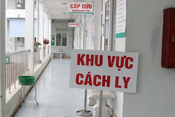 Tài xế taxi ở Hà Nội phải thở máy, viêm phổi nặng nghi dương tính với virus corona-1