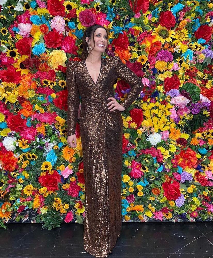 Bản tin Hoa hậu Hoàn vũ 1/2: Miss Universe bất ngờ lép vế khi chụp ảnh đụng hàng Bảo Anh-4