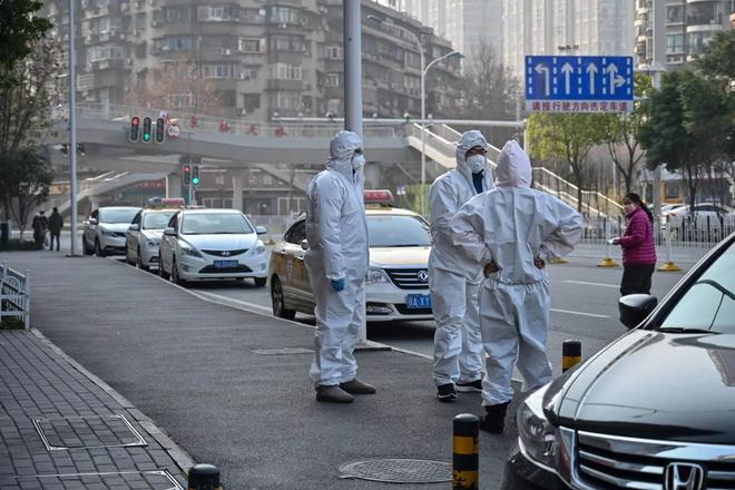 Công chúng Trung Quốc phẫn nộ vì chính quyền giấu virus corona lây giữa người-1