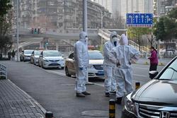 Công chúng Trung Quốc phẫn nộ vì chính quyền giấu virus corona lây giữa người
