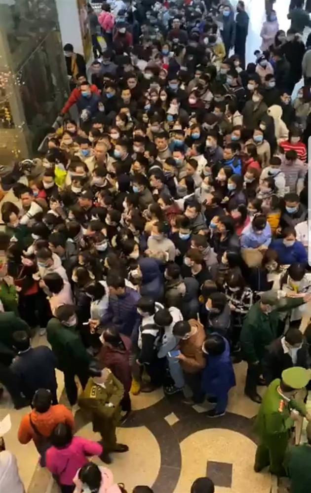 Cơn khát khẩu trang tăng cao trong dịch virus corona, chợ thuốc lớn nhất Hà Nội như ngày tận thế-1