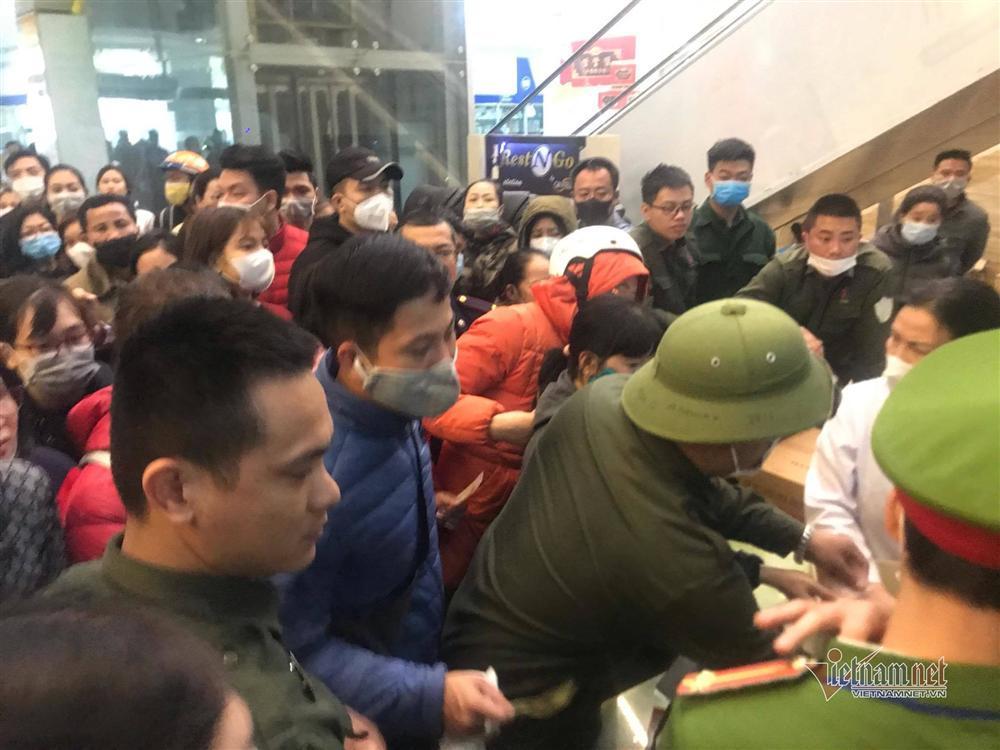 Cơn khát khẩu trang tăng cao trong dịch virus corona, chợ thuốc lớn nhất Hà Nội như ngày tận thế-6