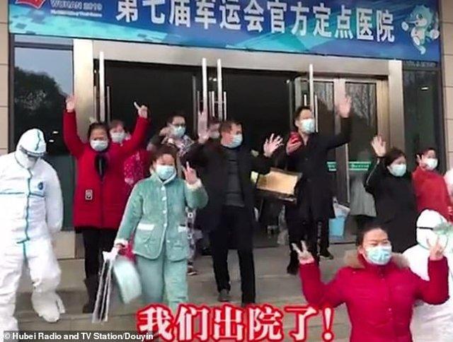 Trung Quốc chữa khỏi 243 bệnh nhân nhiễm virus corona, 20 bệnh nhân vui mừng xuất viện-1