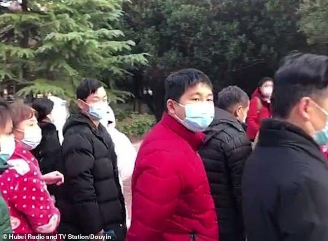 Trung Quốc chữa khỏi 243 bệnh nhân nhiễm virus corona, 20 bệnh nhân vui mừng xuất viện-2
